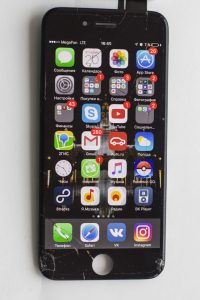 Трещины на стекле, сколы iphone