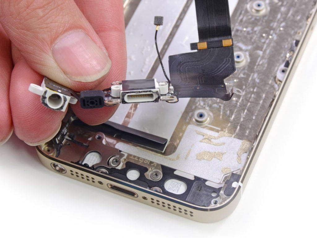 Замена разъема (гнезда) зарядки iPhone 5 в Москве