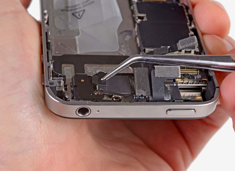 Замена шлейфа с разъемом наушников iPhone 4/4S