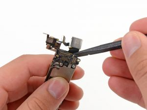 Замена задней камеры iPhone 5