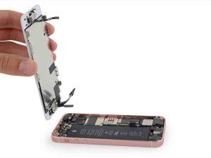 процесс замены аккумулятора iphone se
