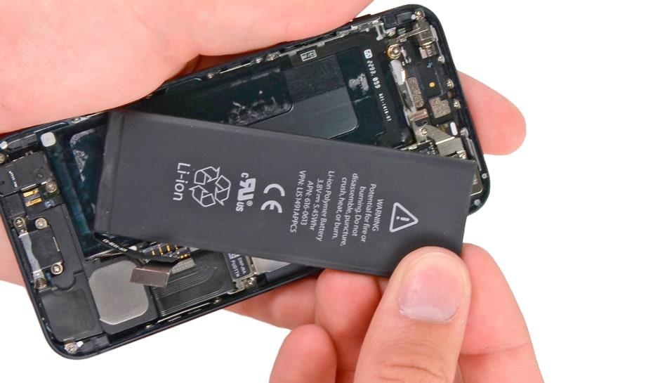 Замена аккумулятора iPhone 5 в Москве