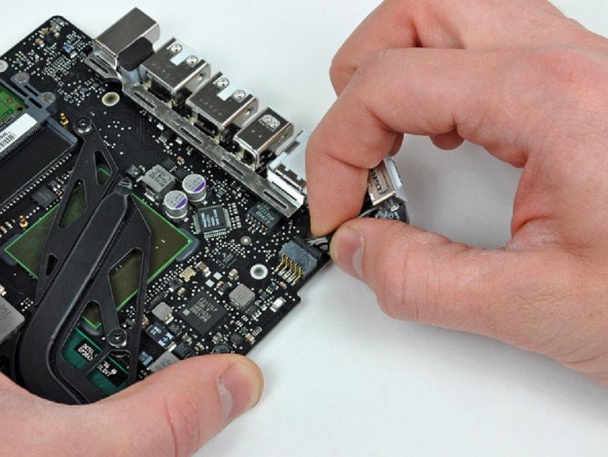 Замена разъема зарядки MacBook Pro