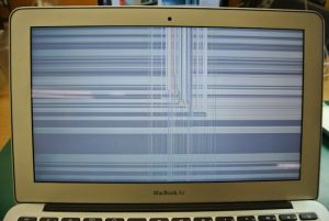 macbook air полосы на экране