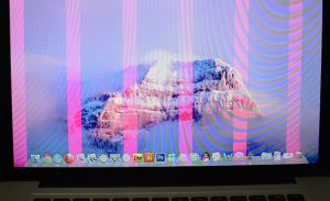 полосы на экране макбук эйр